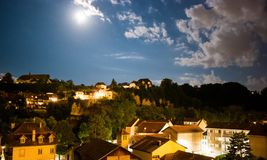 Schweizer Abend mit sternenklarer Nacht stockbilder