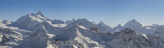 Schweizer Alpen panoramisch stockbild