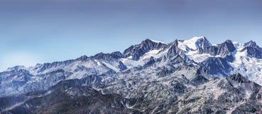 Schweizer Alpen-panoramische Ansicht lizenzfreies stockbild
