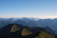 Schweizer Alpen am Sonnenuntergang Stockbild