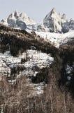 Schweizer Alpengipfel unter Schnee lizenzfreie stockfotografie