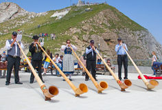 Schweizer Alpenhornspieler Stockbild