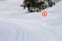 Schweizer Alpensignal auf Weg Stockfotos