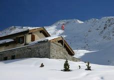 Schweizer alpine Kabine Lizenzfreie Stockfotos