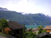 Schweizer alpiner Chaletsee Brientz Lizenzfreie Stockfotos