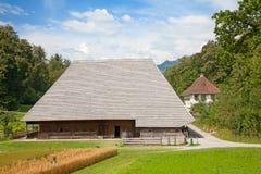 Schweizer Bauernhofhaus lizenzfreie stockbilder