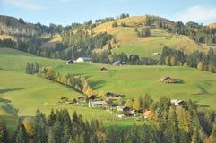 Schweizer Bergdorf lizenzfreies stockfoto