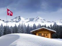 Schweizer Chalet im Winter lizenzfreie stockfotos
