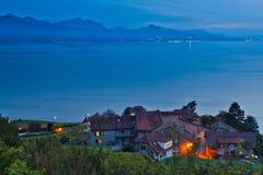 Schweizer Dorf an der Lavaux Weinberg-Terrasse Lizenzfreie Stockfotos