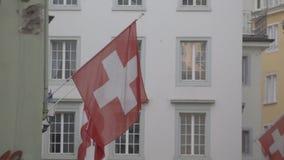 Schweizer Flaggen auf einer Straße in Zürich stock video footage