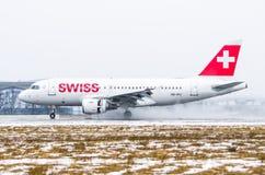 Schweizer Fluglinien Airbusses a319, Flughafen Pulkovo, Russland St Petersburg im Januar 2017 Lizenzfreie Stockfotografie