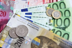 Schweizer Franc gegen Euro Lizenzfreie Stockfotos