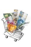 Schweizer Franc-Geld mit Einkaufskorb Stockfotos