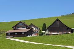 Schweizer hölzernes Bauernhaus und Bauernhof, Etzel-Durchlauf stockbild