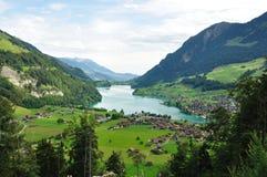 Schweizer Landschaft am Fuß Alpen Stockbild