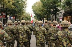 Schweizer Soldatparade an der Schweizerbürger-Tagesparade in ZÃ-¼ Reichen lizenzfreie stockfotos