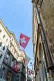 Schweizer und Genf-Flaggen Stockfotografie