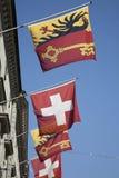 Schweizer und Waadt-Flaggen, Genf Stockbild