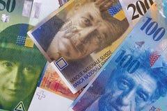 Schweizisk bakgrund eller textur för pengaröppenhjärtigabstrakt begrepp arkivbild