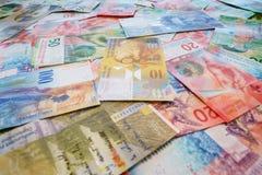 Schweizisk franc med nya tjugo och femtio schweizisk francräkningar Royaltyfria Foton