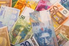 Schweizisk franc och eurosedlar Arkivbild