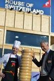 Schweizisk ost mot huset av Schweiz Royaltyfri Fotografi