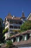 Schweizisk traditionell arkitektur, Spiez, Schweiz Fotografering för Bildbyråer