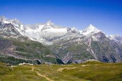 schweiziska berg fotografering för bildbyråer