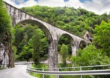 Schweiziska bergvägar Arkivfoto