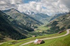Schweiziska fjällängar i kantonen Uri Royaltyfria Foton