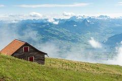 Schweiziska fjällängar - sikt från monteringen Rigi Royaltyfria Bilder