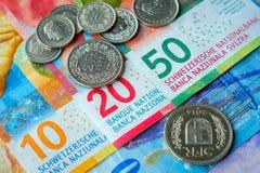 Schweiziska pengarsedlar och mynt Royaltyfri Bild