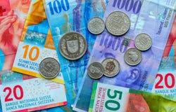 Schweiziska pengarsedlar och mynt Fotografering för Bildbyråer