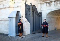 Schweiziska vakter i Vaticanen Fotografering för Bildbyråer
