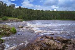 Schwelle auf einem Fluss Lizenzfreie Stockfotografie