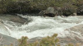 Schwelle im Fluss stock video footage