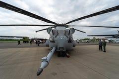 Schwer-Aufzugfrachthubschrauber Sikorsky CH-53K König Stallion durch Vereinigte Staaten Marine Corps auf dem Flugplatz Stockbilder
