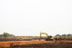 Schwere Ausgrabungsausrüstung an der Baustelle Stockfotos