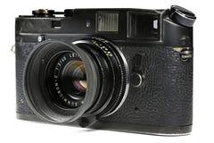 Schwere benutzte Kamera Leica M4 lokalisiert auf wei?em Hintergrund stockfotos