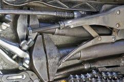 Schwere Werkzeuge im Fach lizenzfreie stockfotos