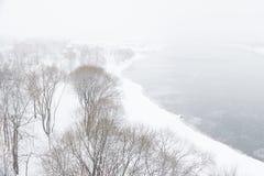 Schwere Schneefälle in den Straßen von Moskau Stockbilder