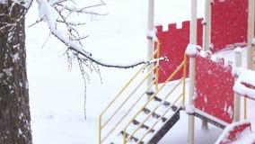 Schwere Schneefälle in der Stadt stock footage