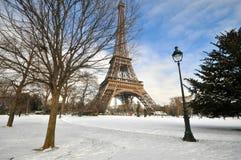 Schwere Schneefälle in Paris Stockbilder
