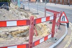 Schwere Straßenarbeiten auf der Seite einer Straße Lizenzfreie Stockfotografie