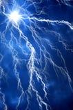 Schwere Wolken, die Donner, Blitze und Sturm holen. Lizenzfreies Stockbild