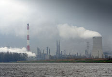 Schwerer industrieller Rauch und Dampf Stockbild