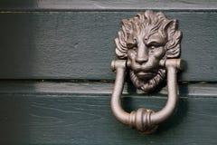 Schwerer italienischer Löwe-Tür-Klopfer Stockbild