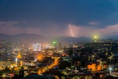 Schweres Gewitter in Sarajevo nachts Stockfotografie