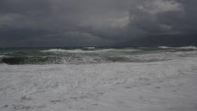 Schweres Meer, Wellen und Unterbrecher während eines Sturms im Mittelmeer stock video footage
