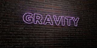 SCHWERKRAFT - realistische Leuchtreklame auf Backsteinmauerhintergrund - 3D übertrug freies Archivbild der Abgabe lizenzfreie abbildung